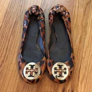 Tory Burch Patent Tortoise Flats Size 7 LIKE NEW